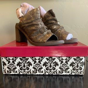 NIB Naughty Monkey Brown Heels Size Size 8.5